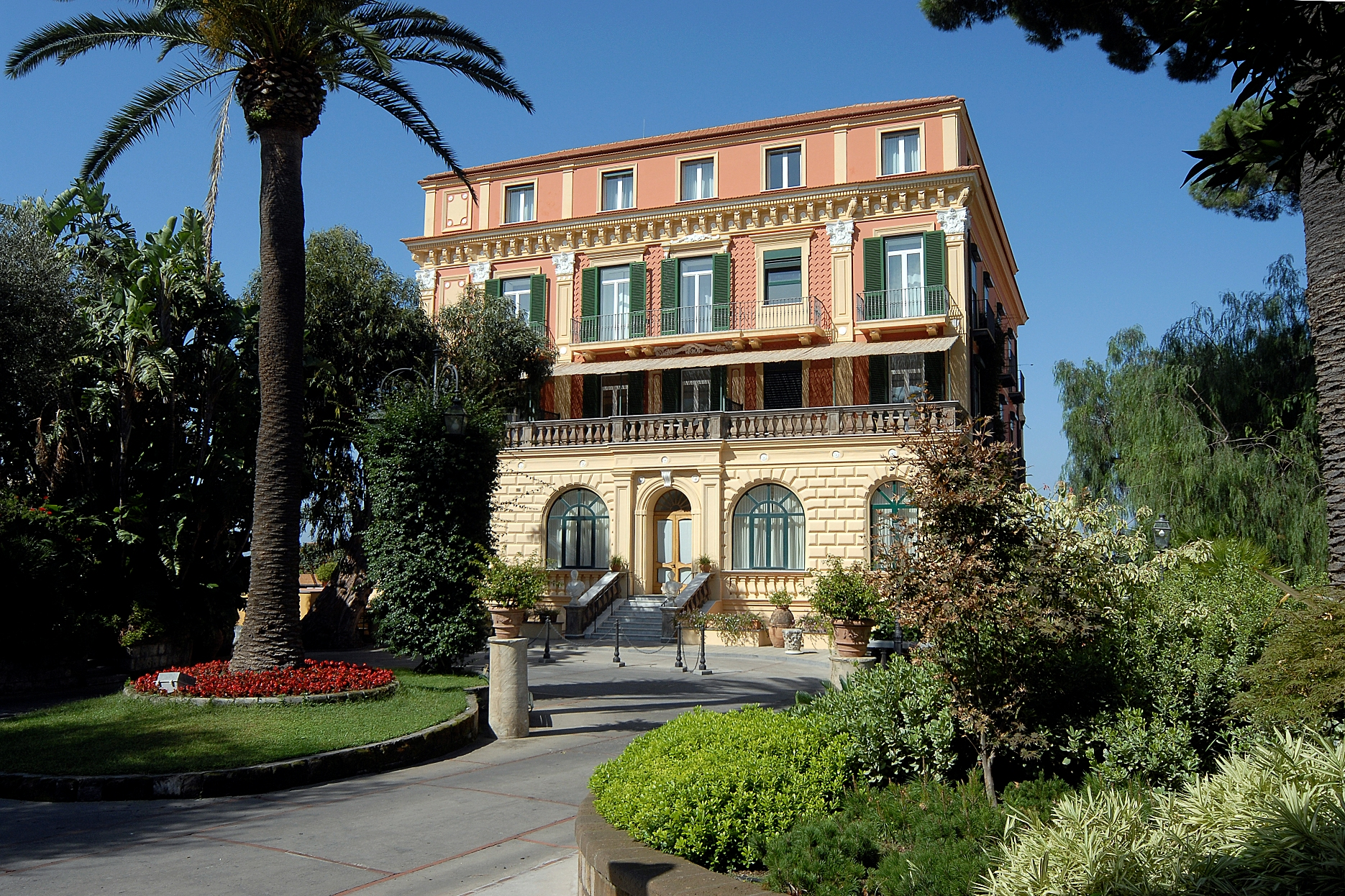 Grand Hotel Excelsior Vittoria Sorrento outside