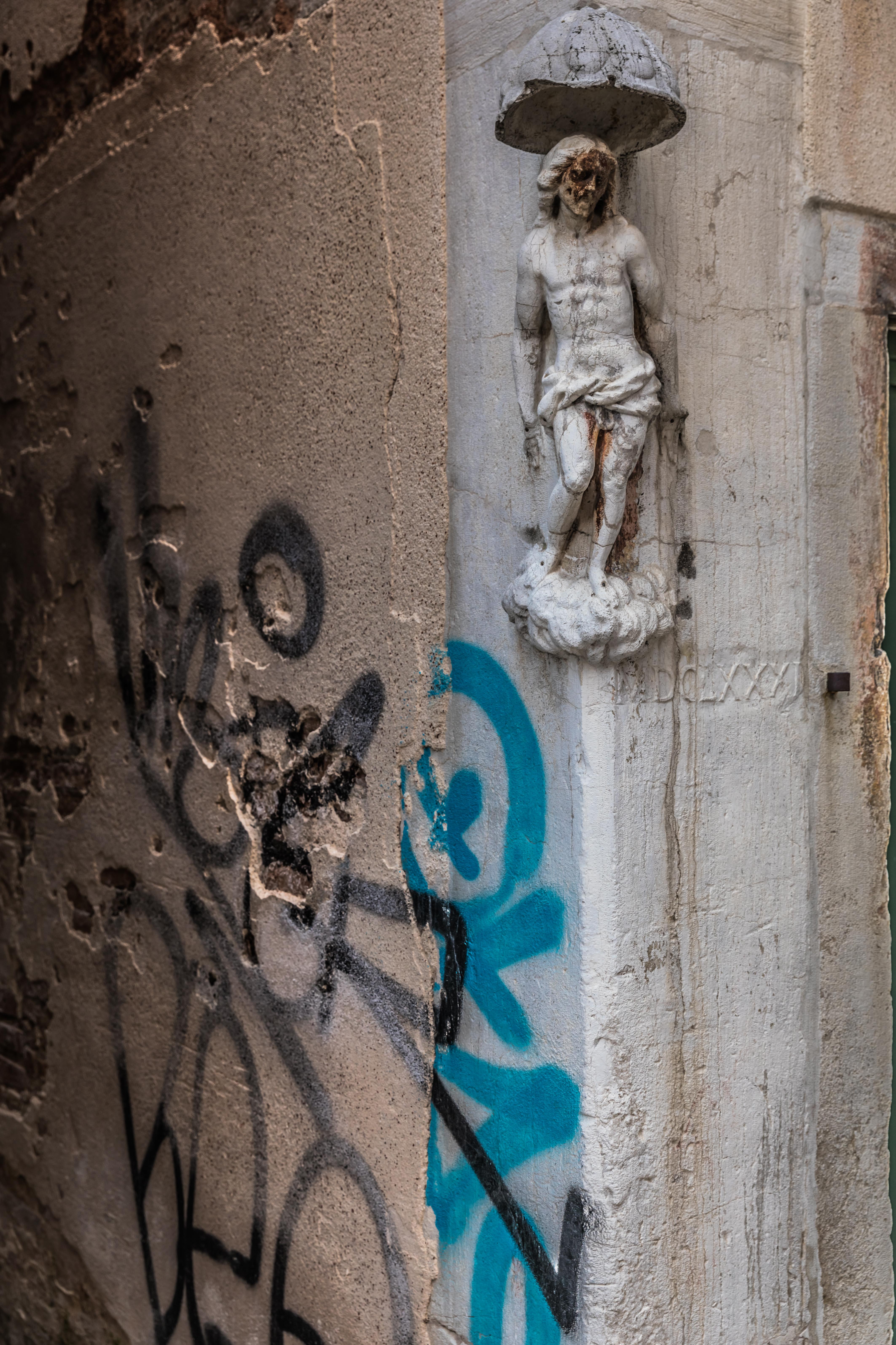 venice-details-street-sculpture-santa-croce