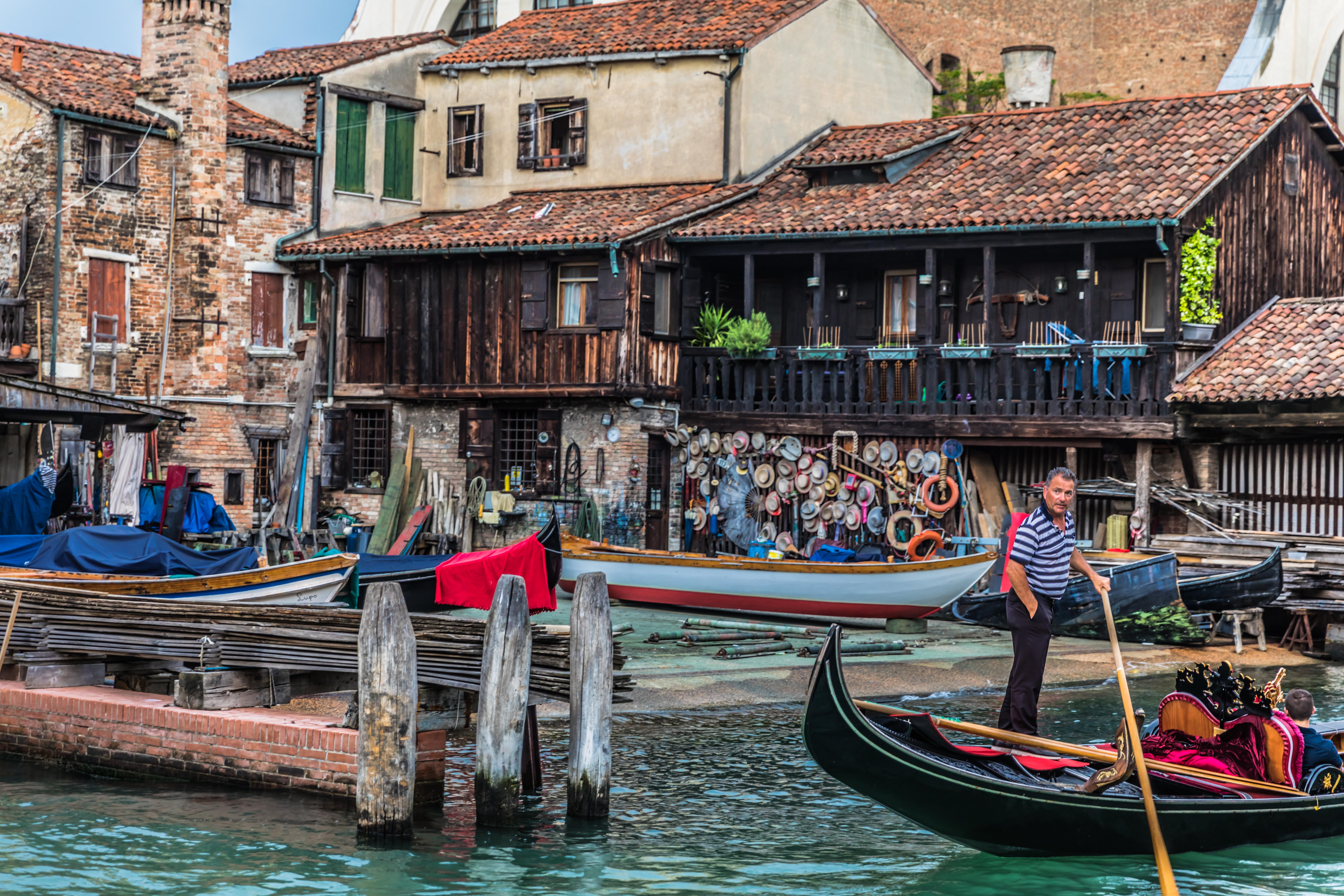 venice-santa-croce-gondola-factory-gondolier