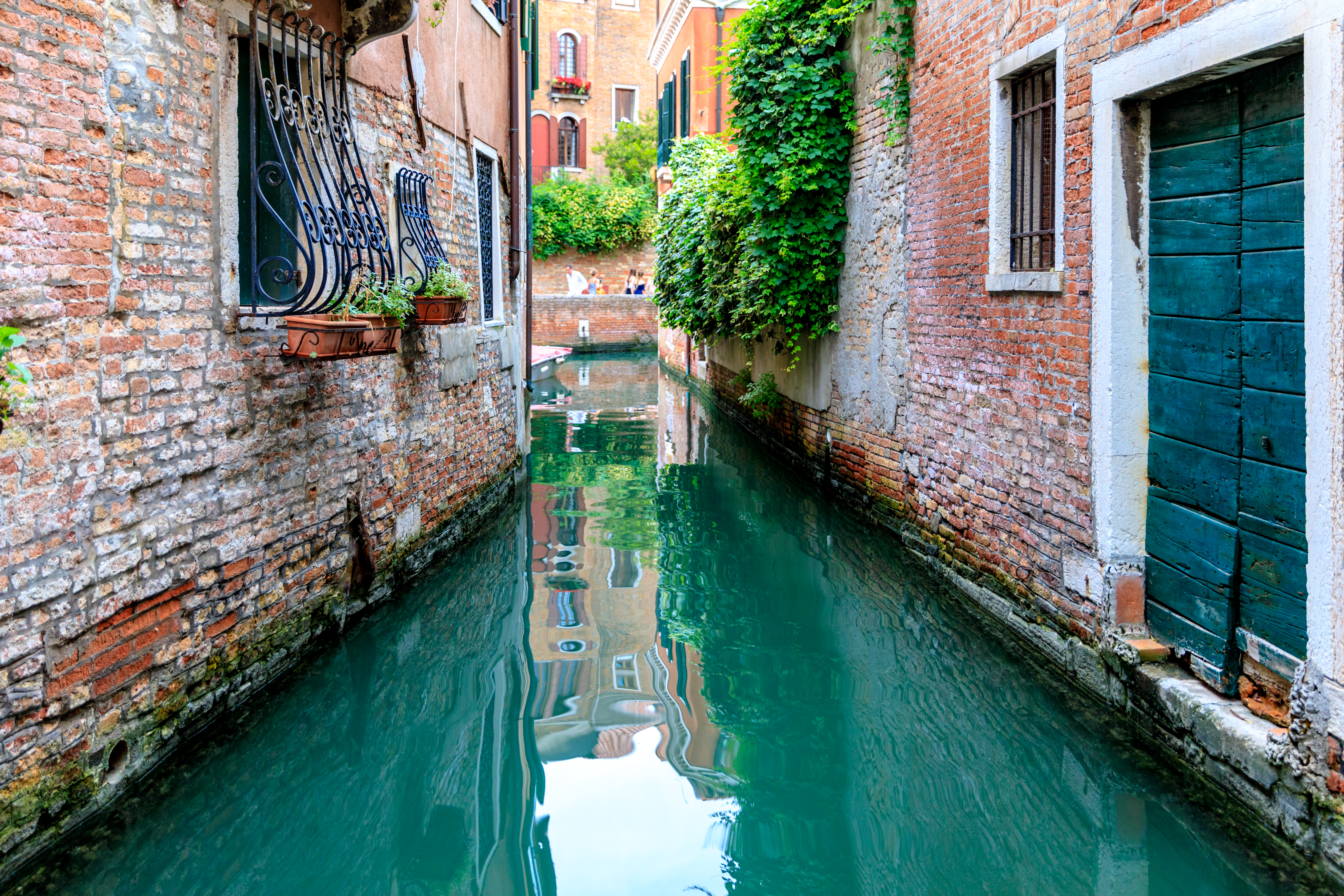 venice-narrow-turquoise-canal
